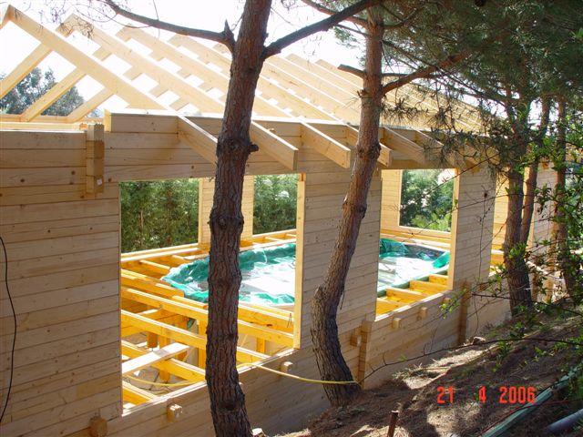 chalet en construction pour abrité notre piscine hors sol