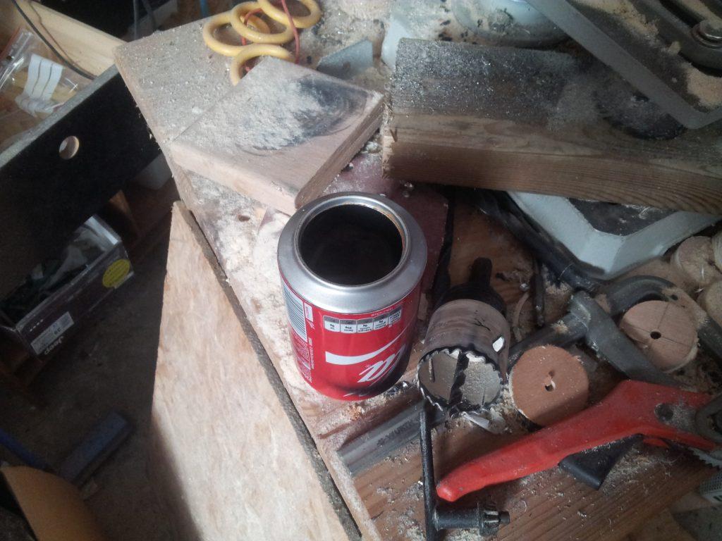perçage des canettes de coca